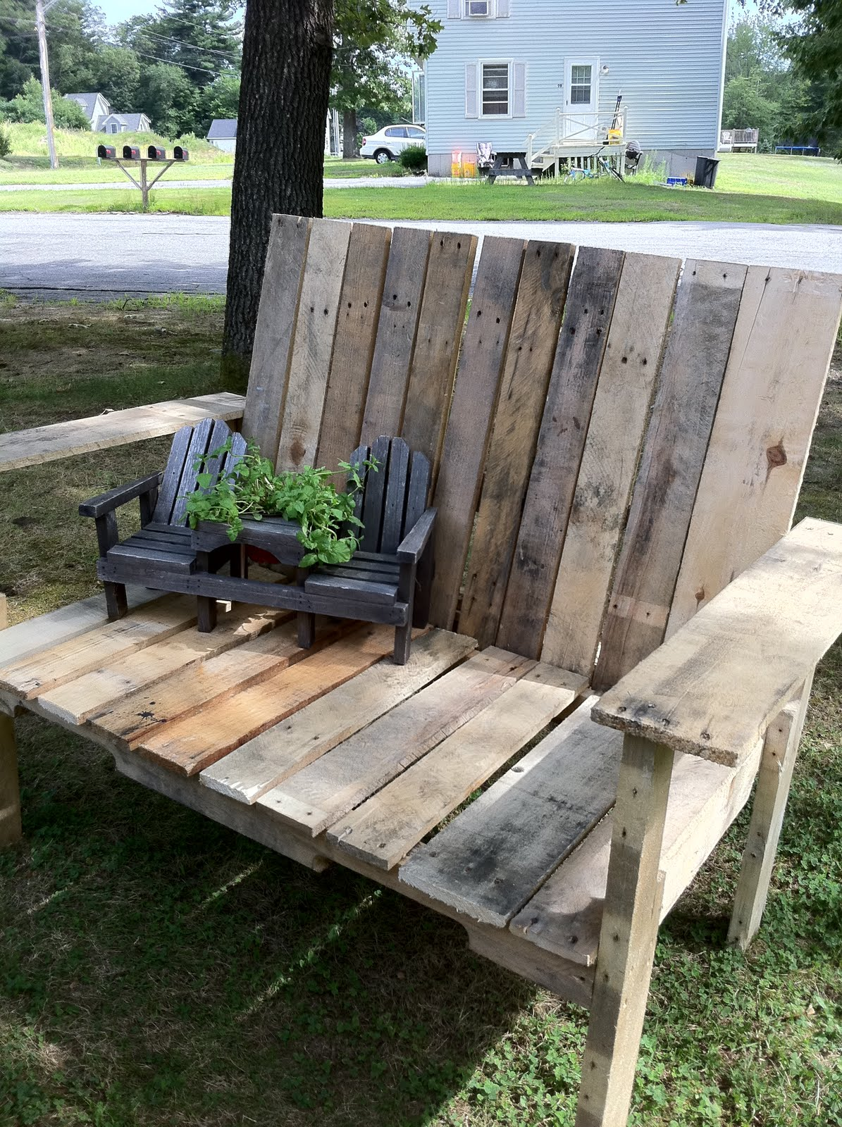 how to pallet wood bench upcycled ugly