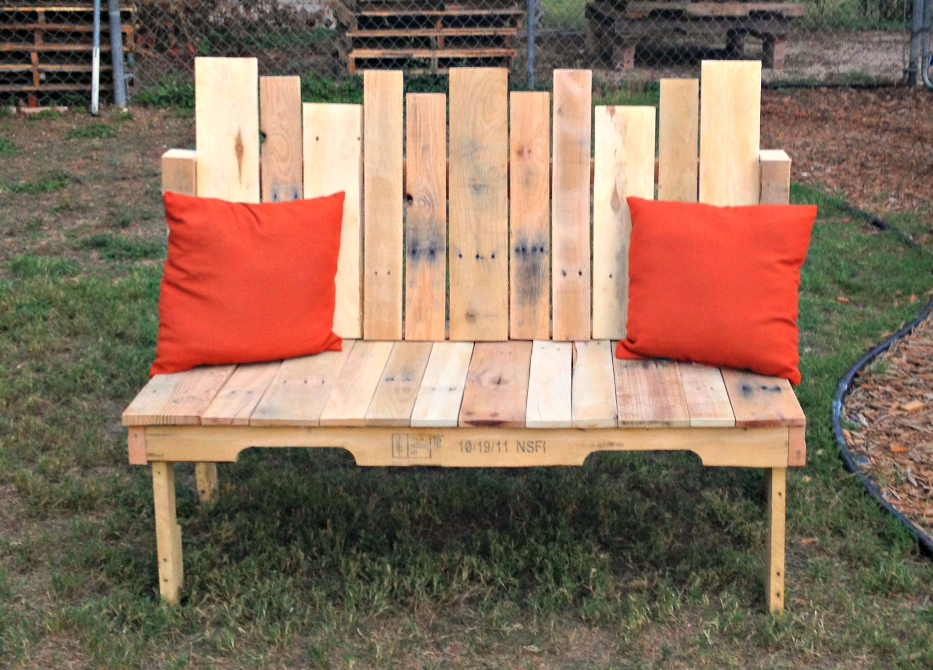 how to pallet wood bench upcycled ugly. Black Bedroom Furniture Sets. Home Design Ideas